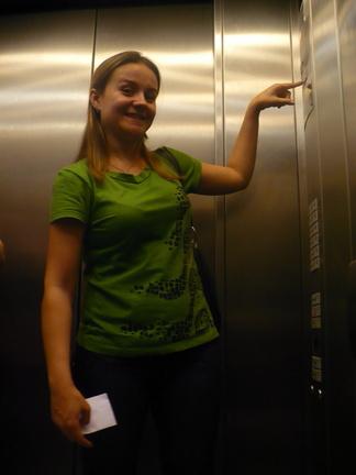 Presos no elevador ~ Bete