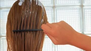 Укладка длинных волос муссом