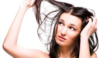 Жирные волосы – причины, уход и хитрости
