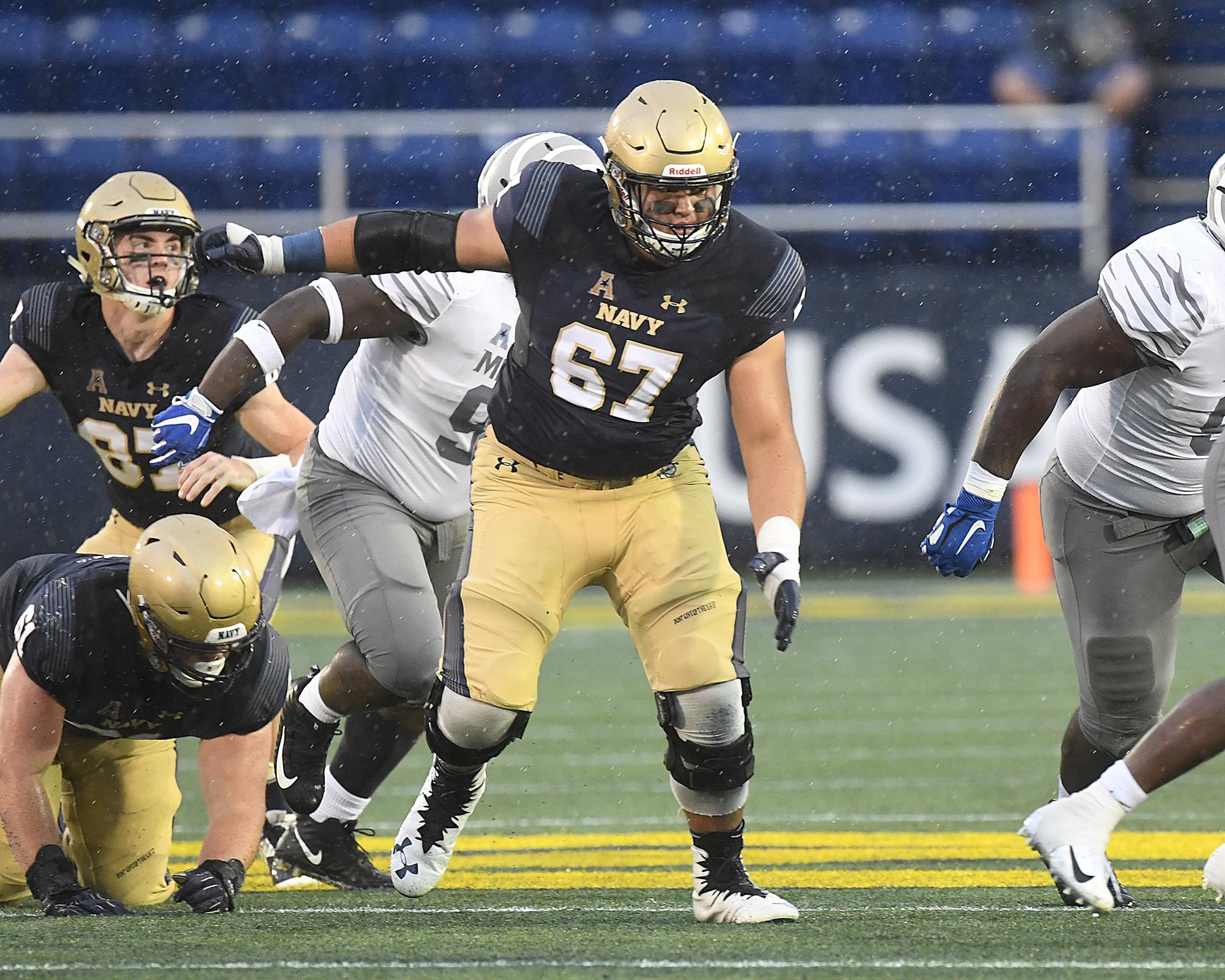 926f5b254 Ideal San Diego homecoming for Navy OL