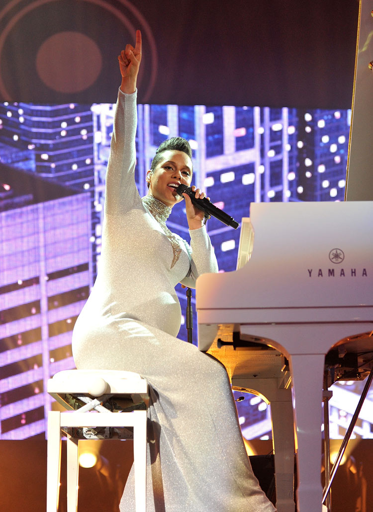 Alicia Keys at the 2014 MTV EMA's