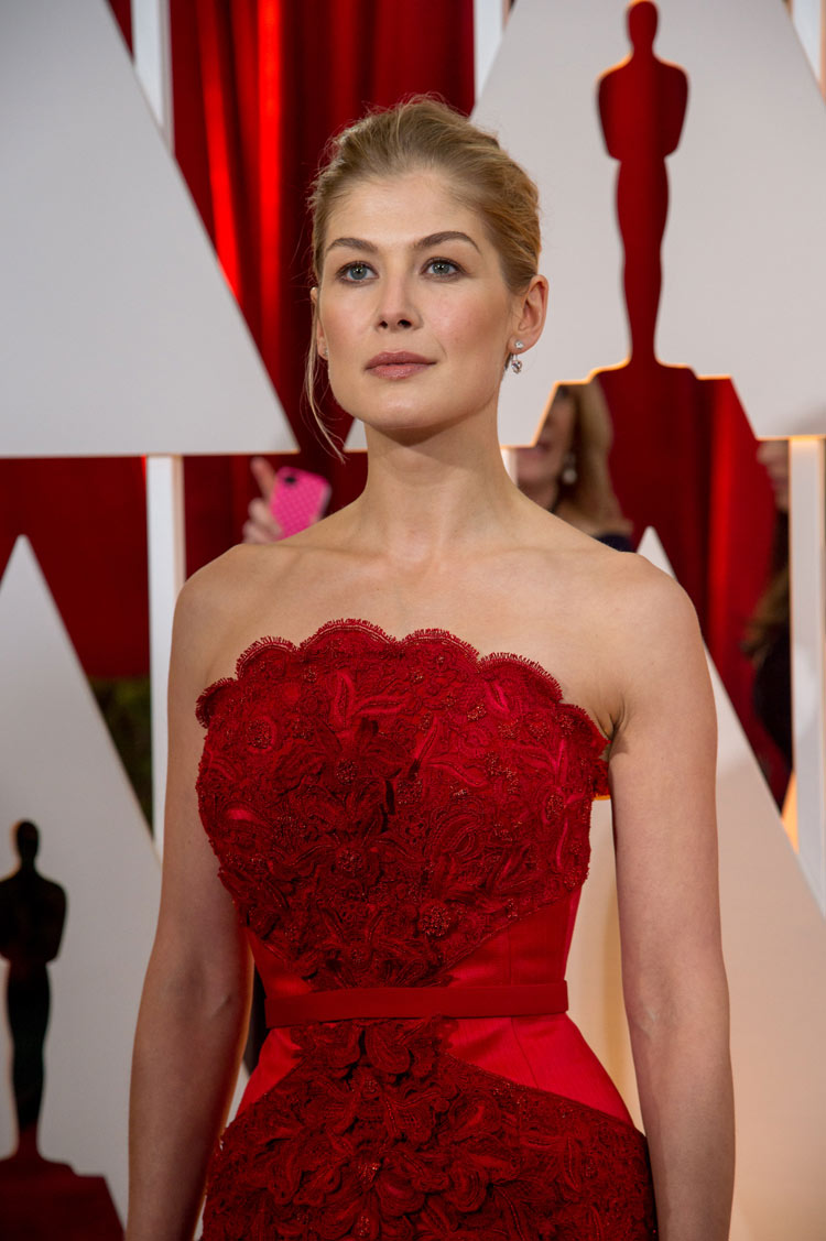Rosamund Pike in Givenchy at the Oscars 2015