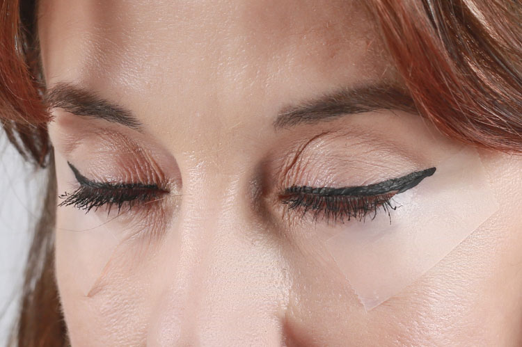 Eyeliner Hack for the Perfect Cat Eye