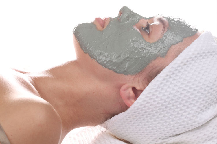 green clay is suitable for oily skin and acne treatment