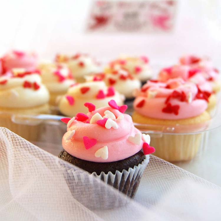 Magnolia Valentine cupcakes
