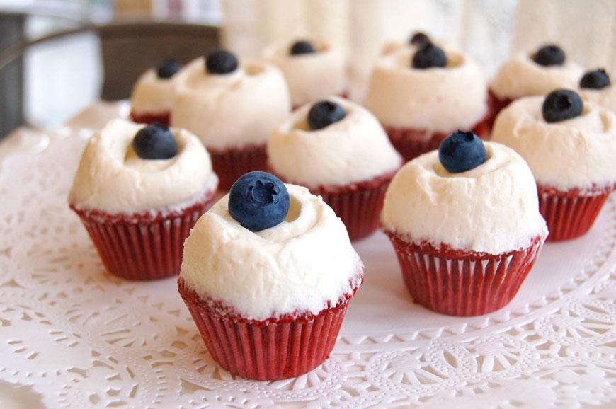 red velvet cupcakes, Magnolia Bakery