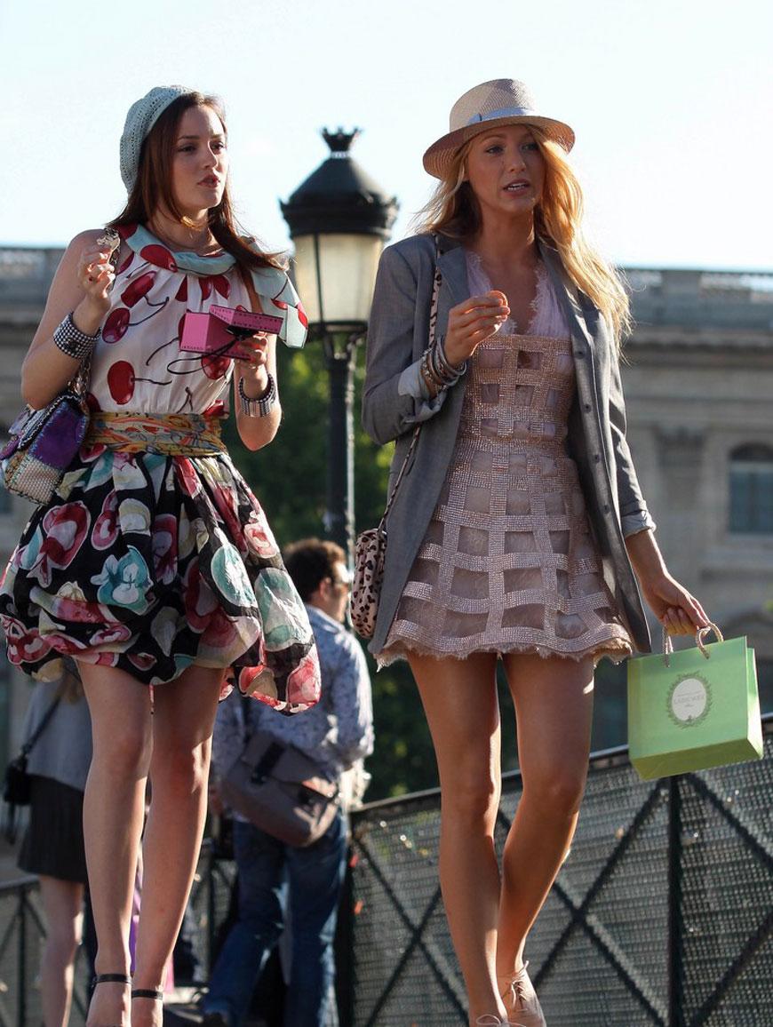 Blair and Serena enjoying macaroons in Paris during an episode of Gossip Girl