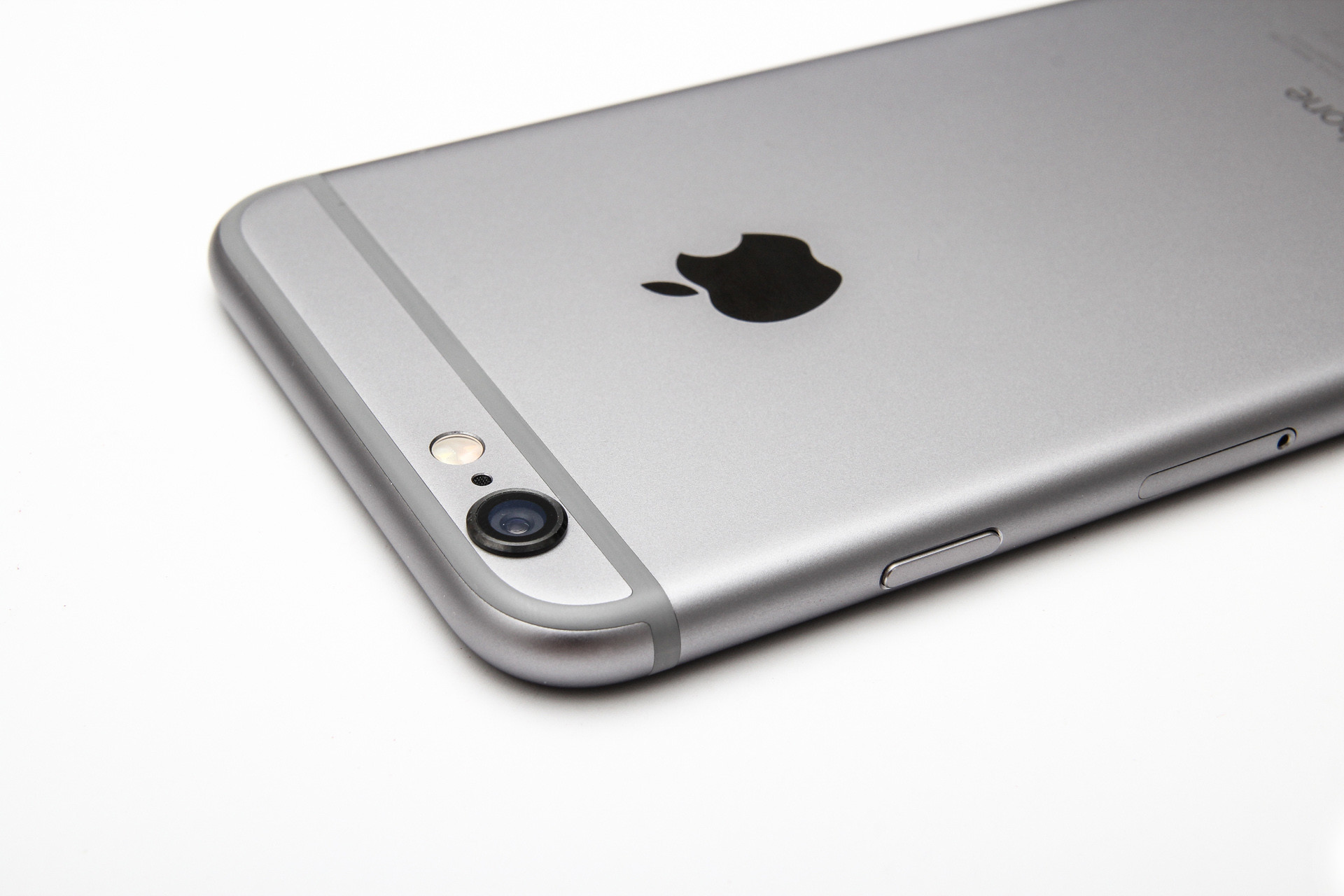 Apples New But Ancient 32GB IPhone 6 Launches In The UK Priced At