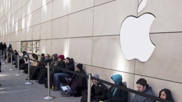 apple-store-queue-shutterstock