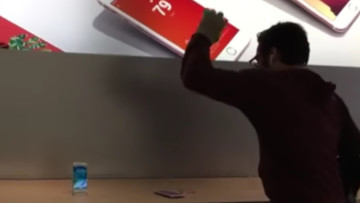 1475237137_apple-store-rampage-02