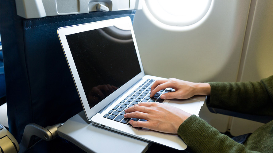 Etihad allows passengers to use laptops on U.S.  flights