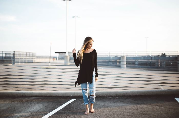 impostor syndrome - girl posing