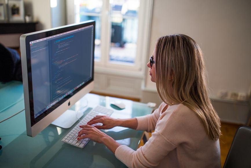 productivity tips- woman at computer