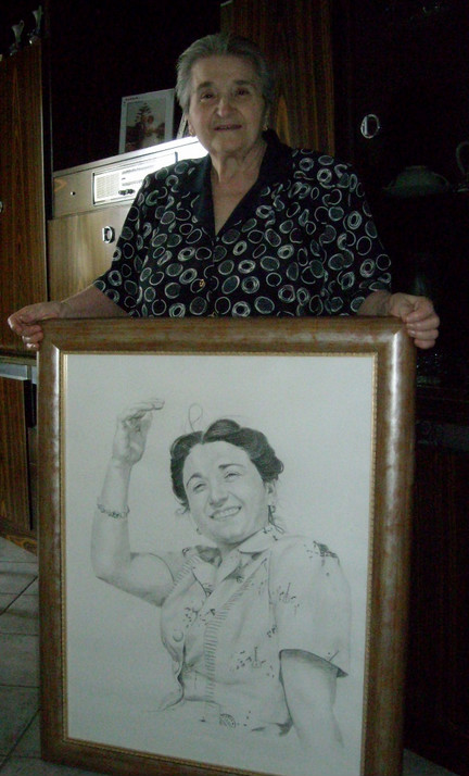 photo donna di disegno a carboncino