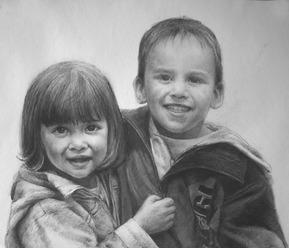 Geschwister als Kohlezeichnung