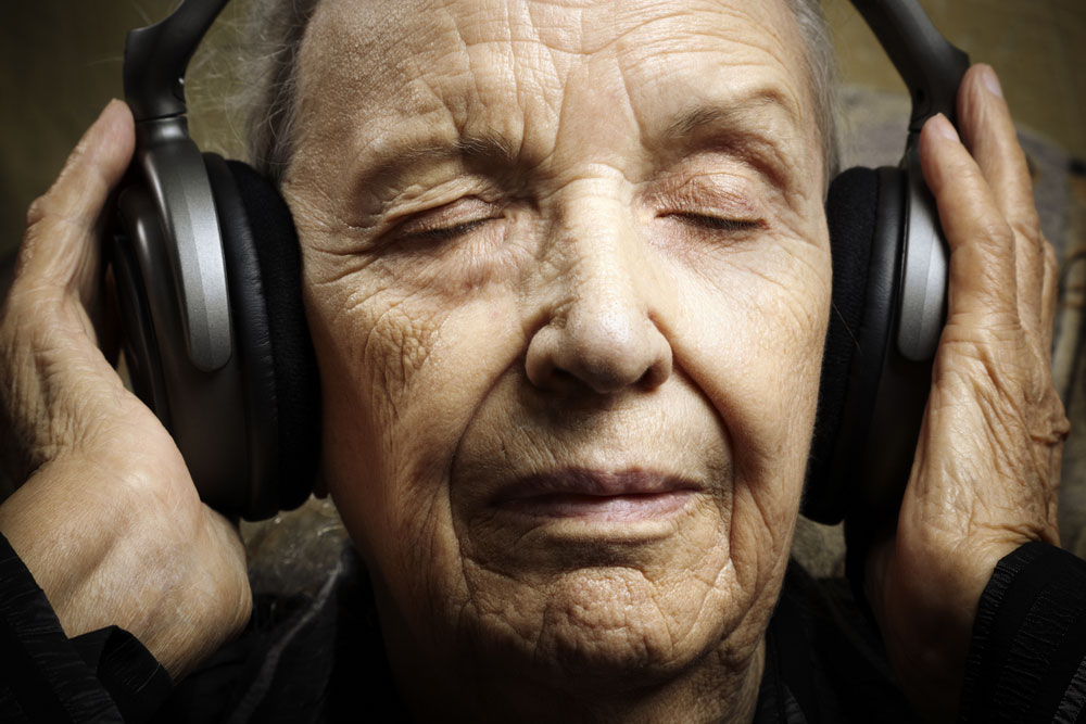 2793_1484247377924-senior-with-headphone