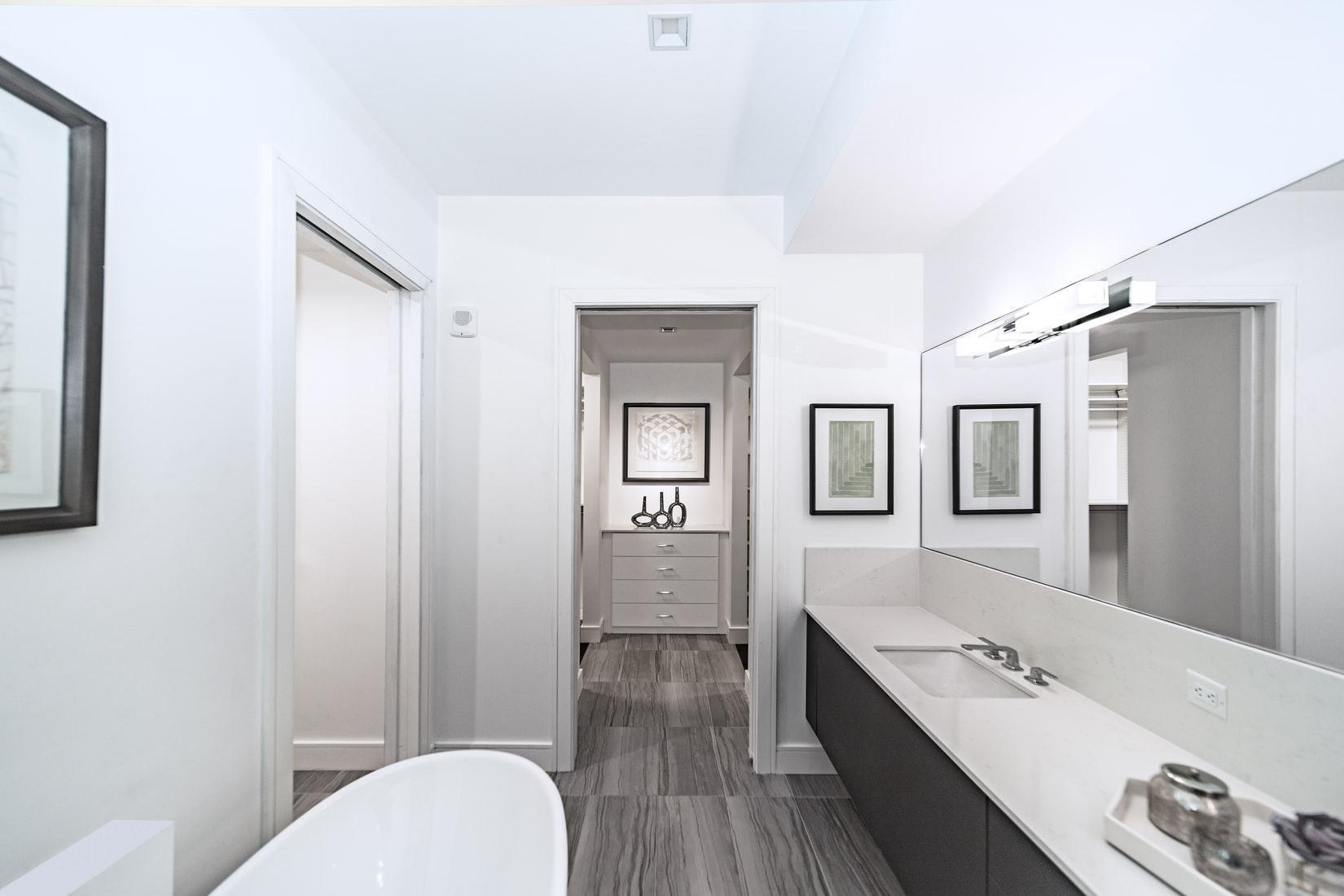 Non-slip vinyl bathroom flooring