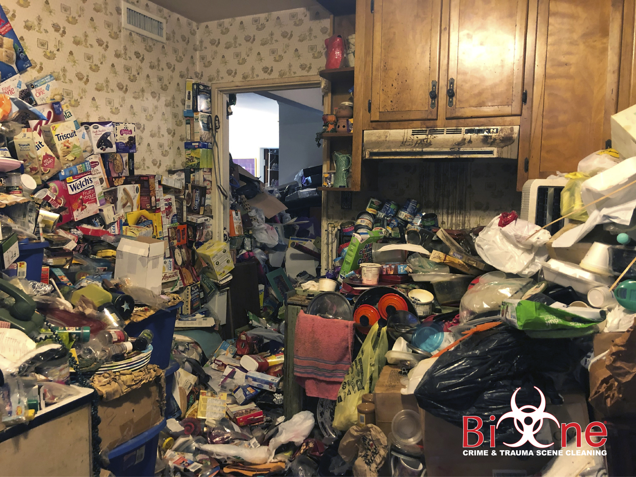 "<img src=""https://s3.amazonaws.com/news-img/client_8346/8346_1595434682503-Hoarding_Image.jpg"" alt = ""Home with hoarding clutter and trash that needs to be removed"" >"