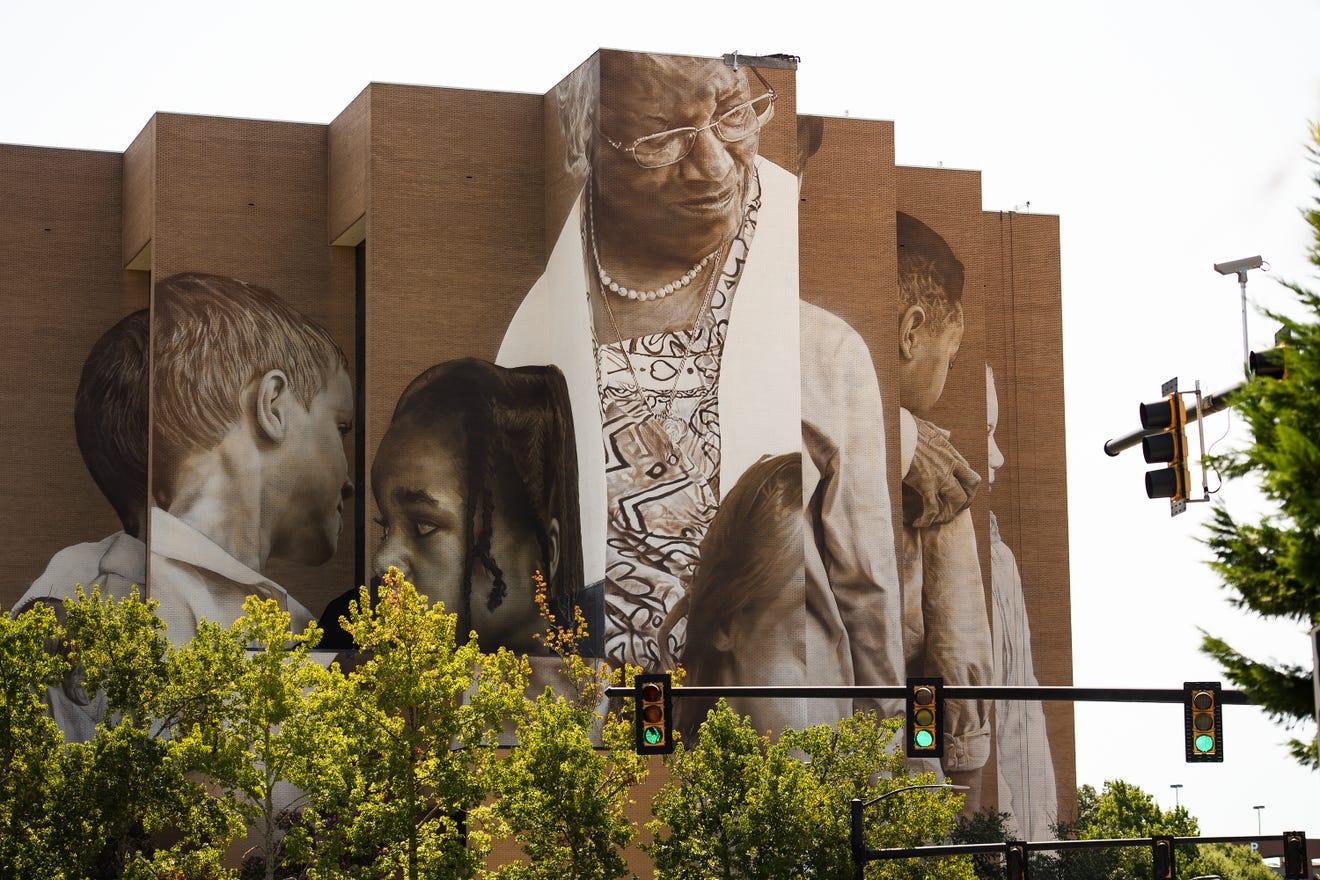 mural featuring Pearlie Harris MA '83