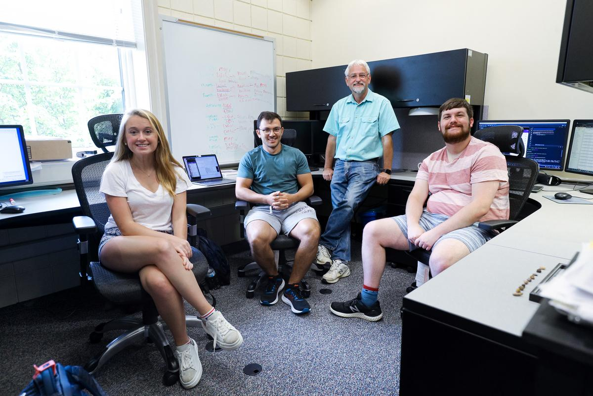 four people in computer lab, Olivia Edwards, Nick Robins, Bryan Catron, Boone Tison