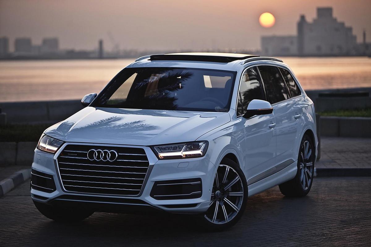 8563772fc En la gama de los autos SUV tenemos al Audi Q7, lo primero que notamos es  que se trata de un auto muy ligero pese a su categoría, no por eso deja ...