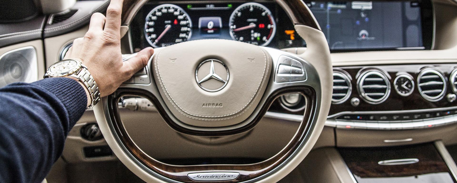 C mo se maneja un carro autom tico en cinco sencillos pasos for Como se abre un cajero automatico