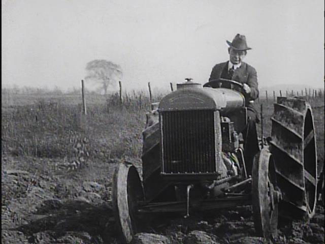 Fordson tractors 1918 image normal