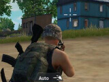 Using an assault rifle in PUB Mobile