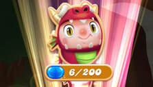 Opening gifts in Candy Crush Friends Saga