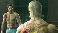 Kiryu fighting a boss in Yakuza Kiwami