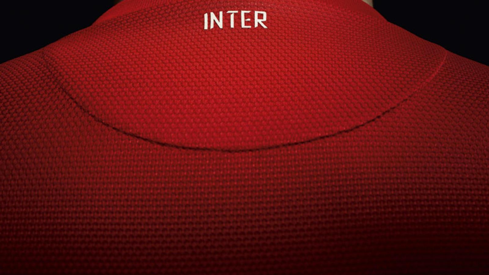 Fa12_Replica_Inter_A_Neck_Outside_sm