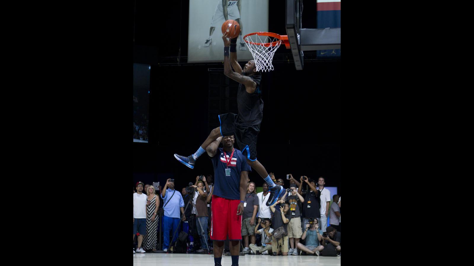 Justin darlington wins regional nike basketball dunk showcase at share image voltagebd Image collections
