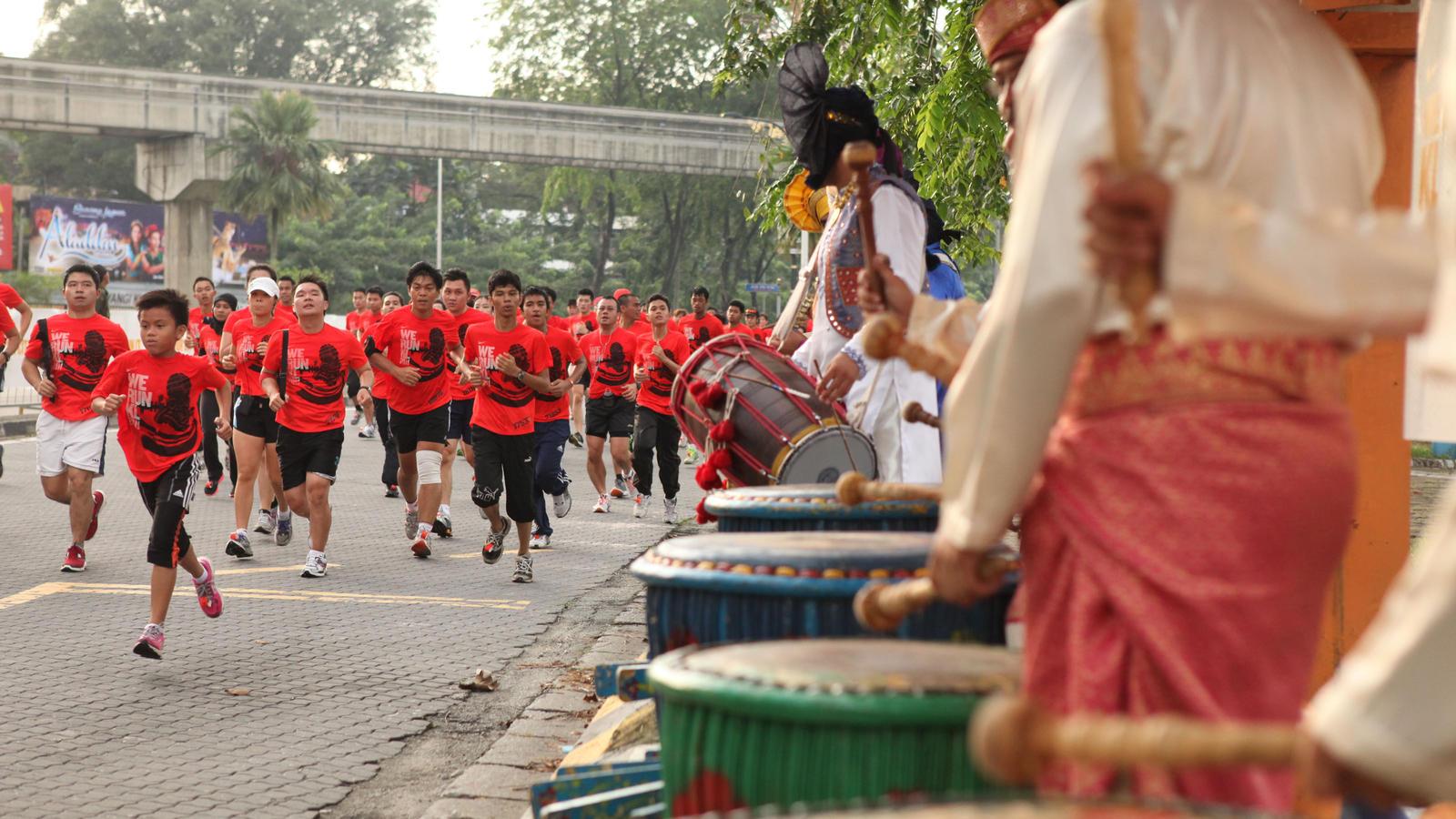 Nike Running We Run 2012 12. Nike Running We Run 2012 13.  Nike Running We Run 2012 14. Nike Running We Run 2012 15.  Nike Running We Run 2012 16 c8c7c273e5b7