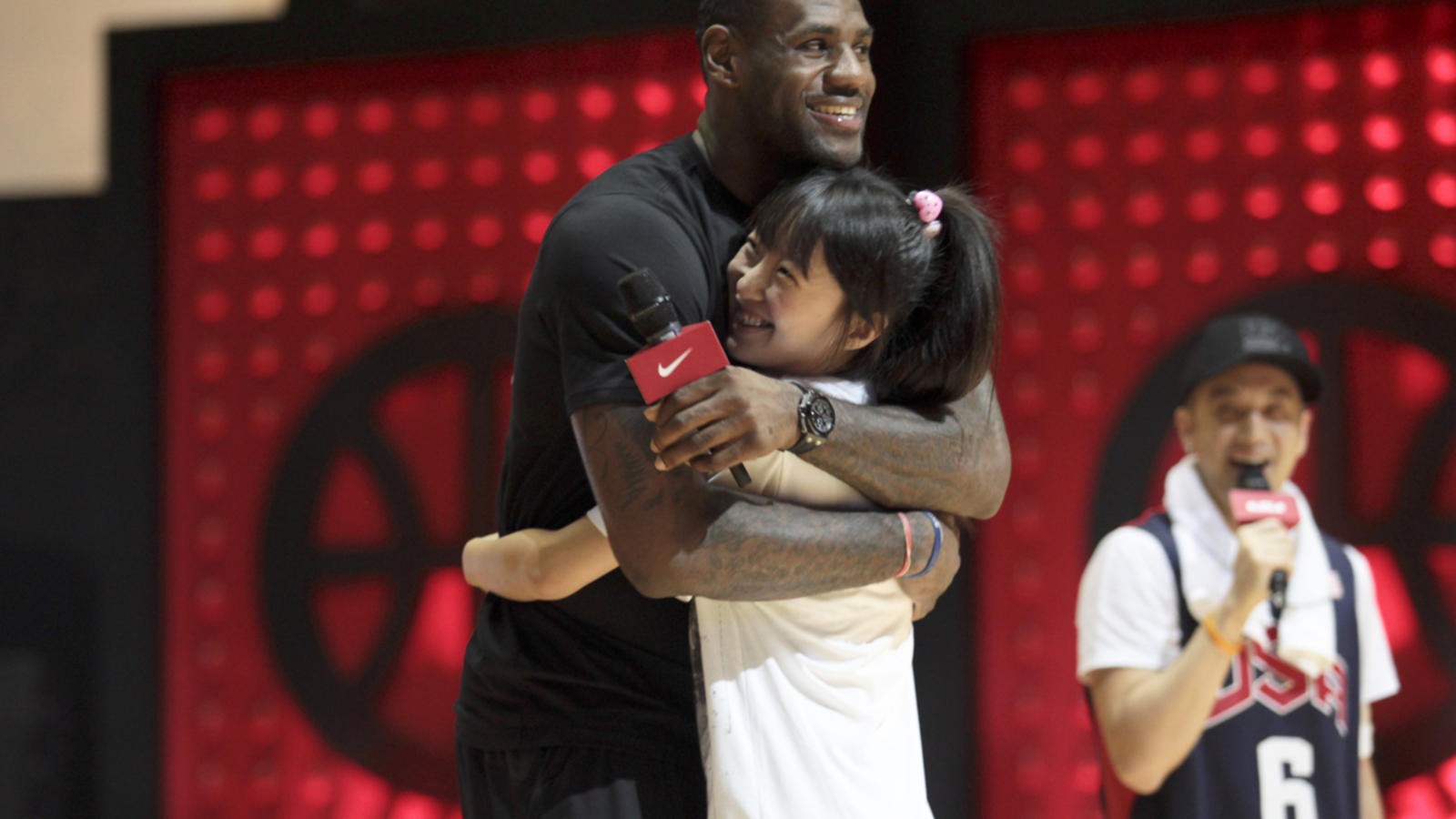 LeBron_BJ_fan_hug