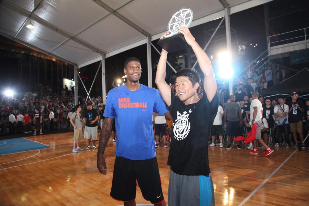 Heng Wang wins basketball dunk showcase at Nike+ Festival of Sport 2012