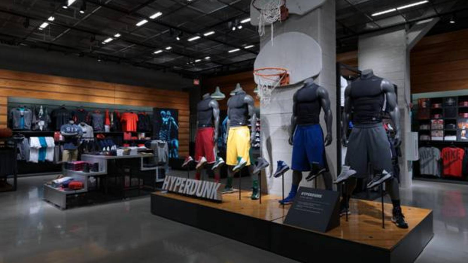 chicago nike store hours