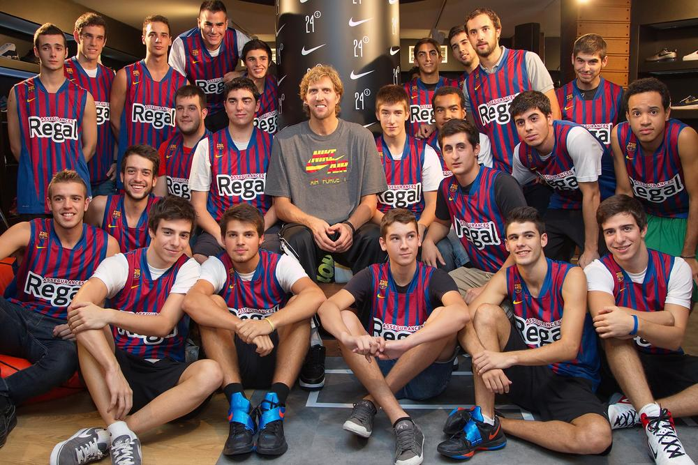 new product 094bb 535ba Dirk Nowitzki visits Europe s biggest basketball store