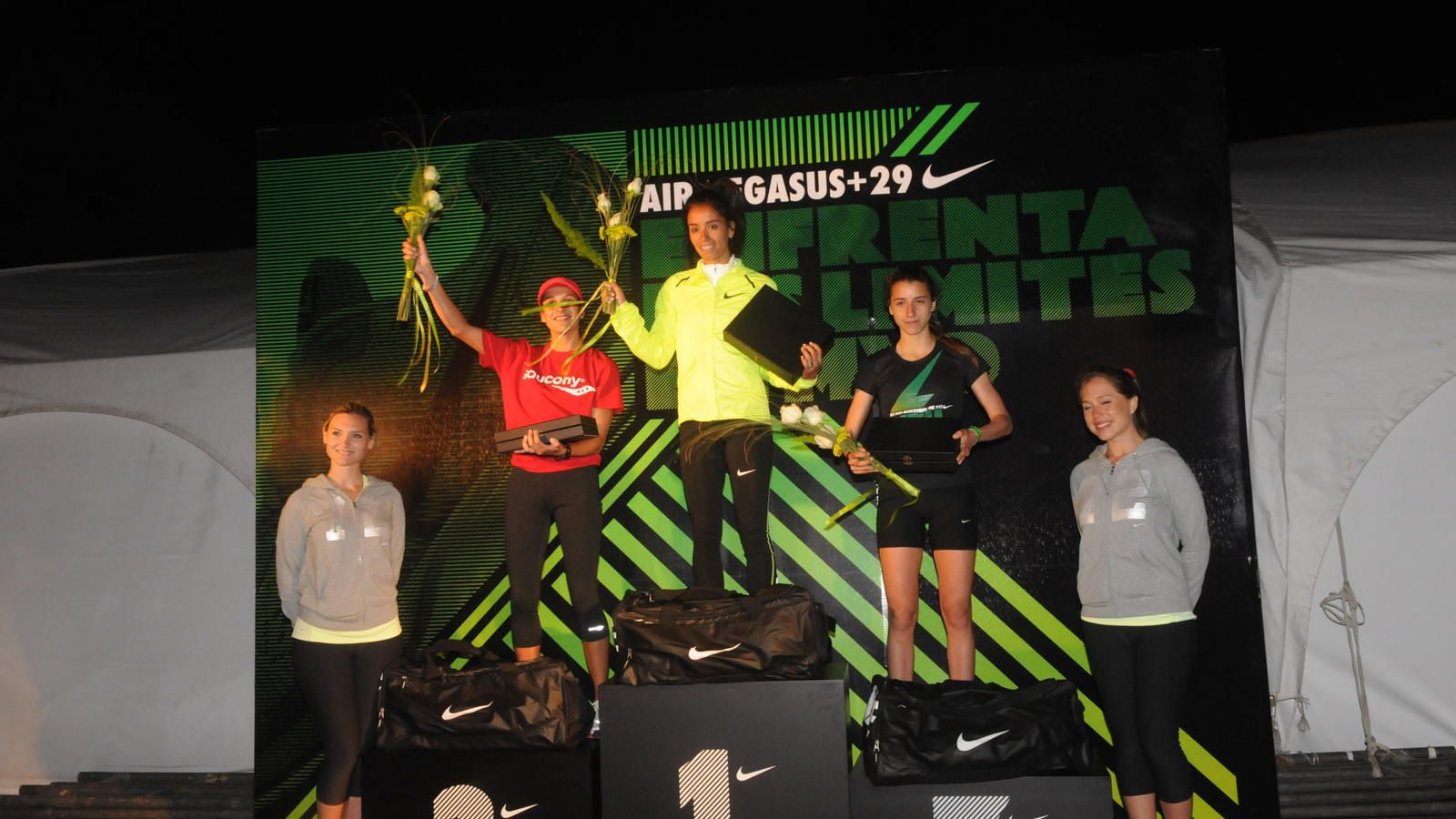 pasajero Soplar Digno  Montevideo attracts almost 10,000 runners in Nike's first-ever night race  in Uruguay - Nike News