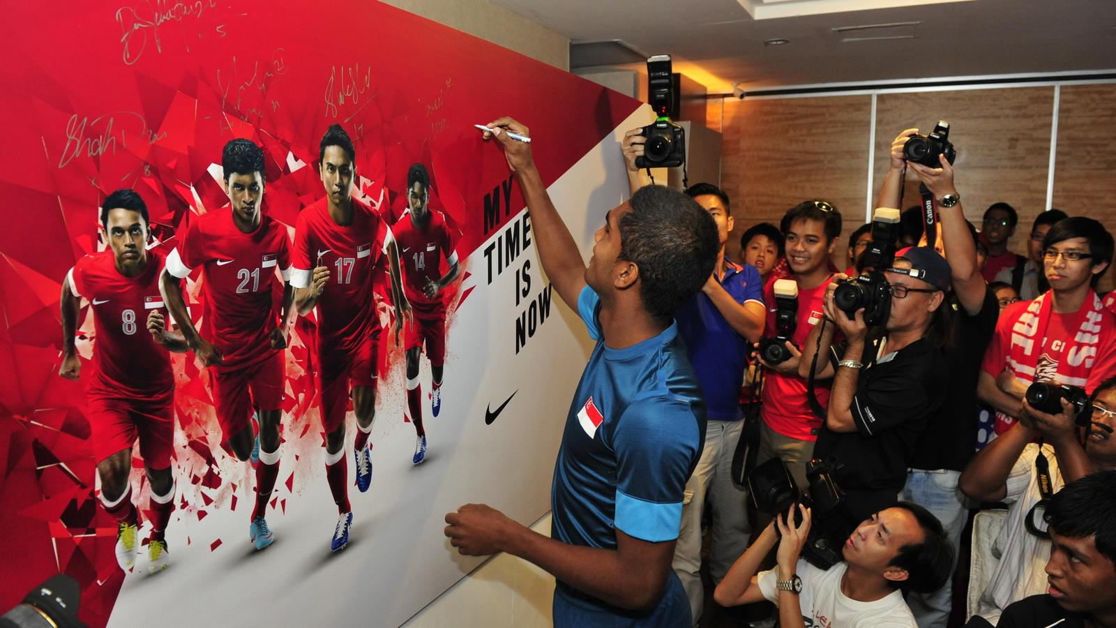 AFF_debutant_Hariss_Harun_signs_message_board