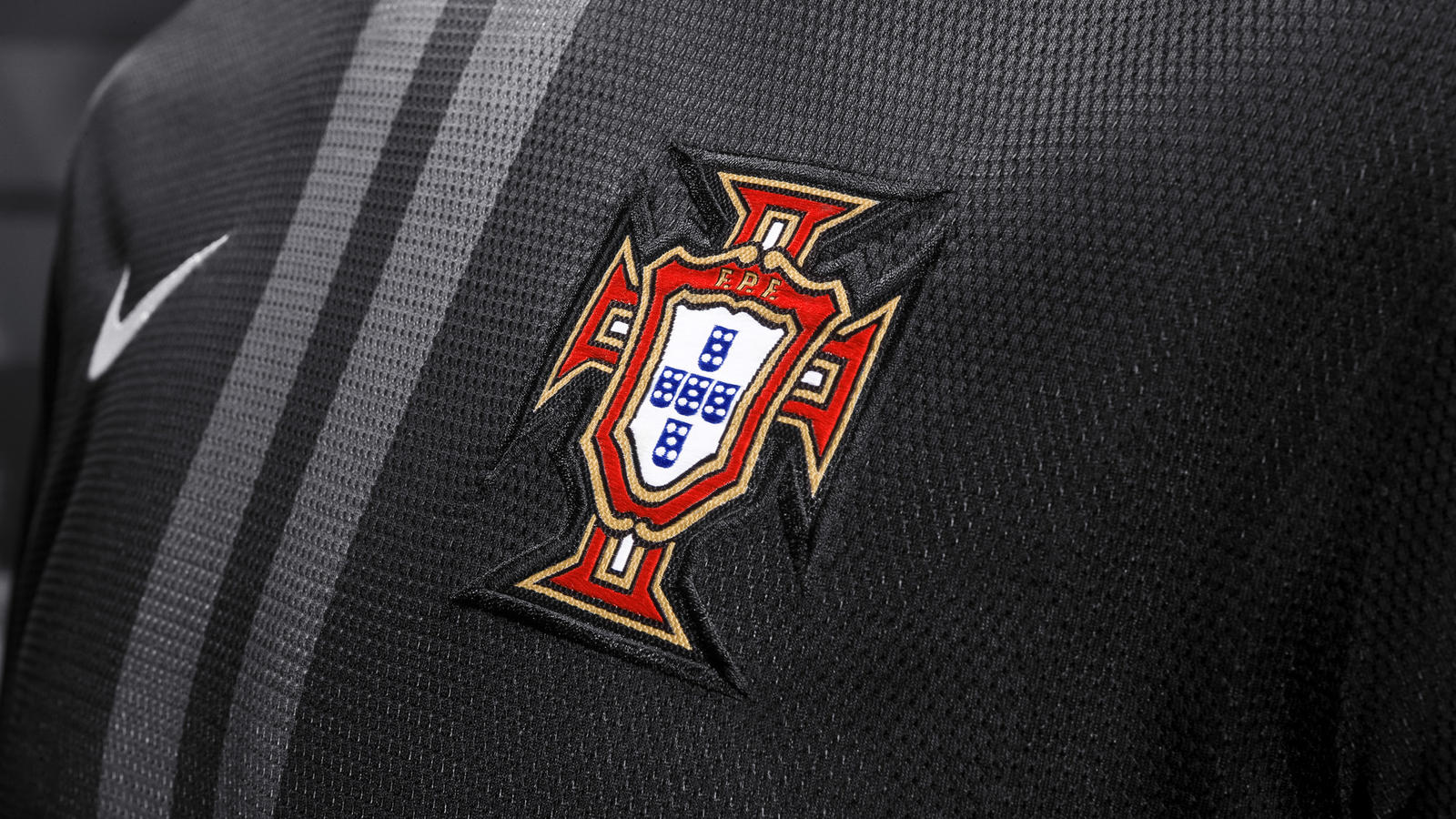Nike_Football_Portugal_Away_Jersey_(8)