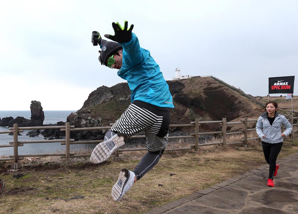 Korean athletes enjoy epic run to celebrate Nike Air Max+ 2013