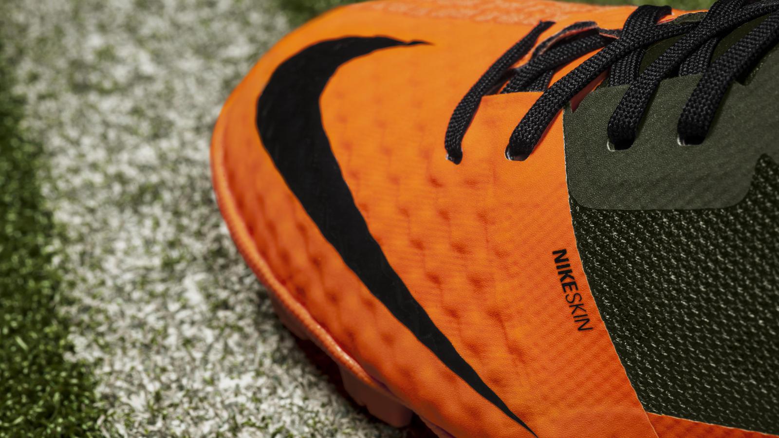 Nike Bomba Finale II Detail