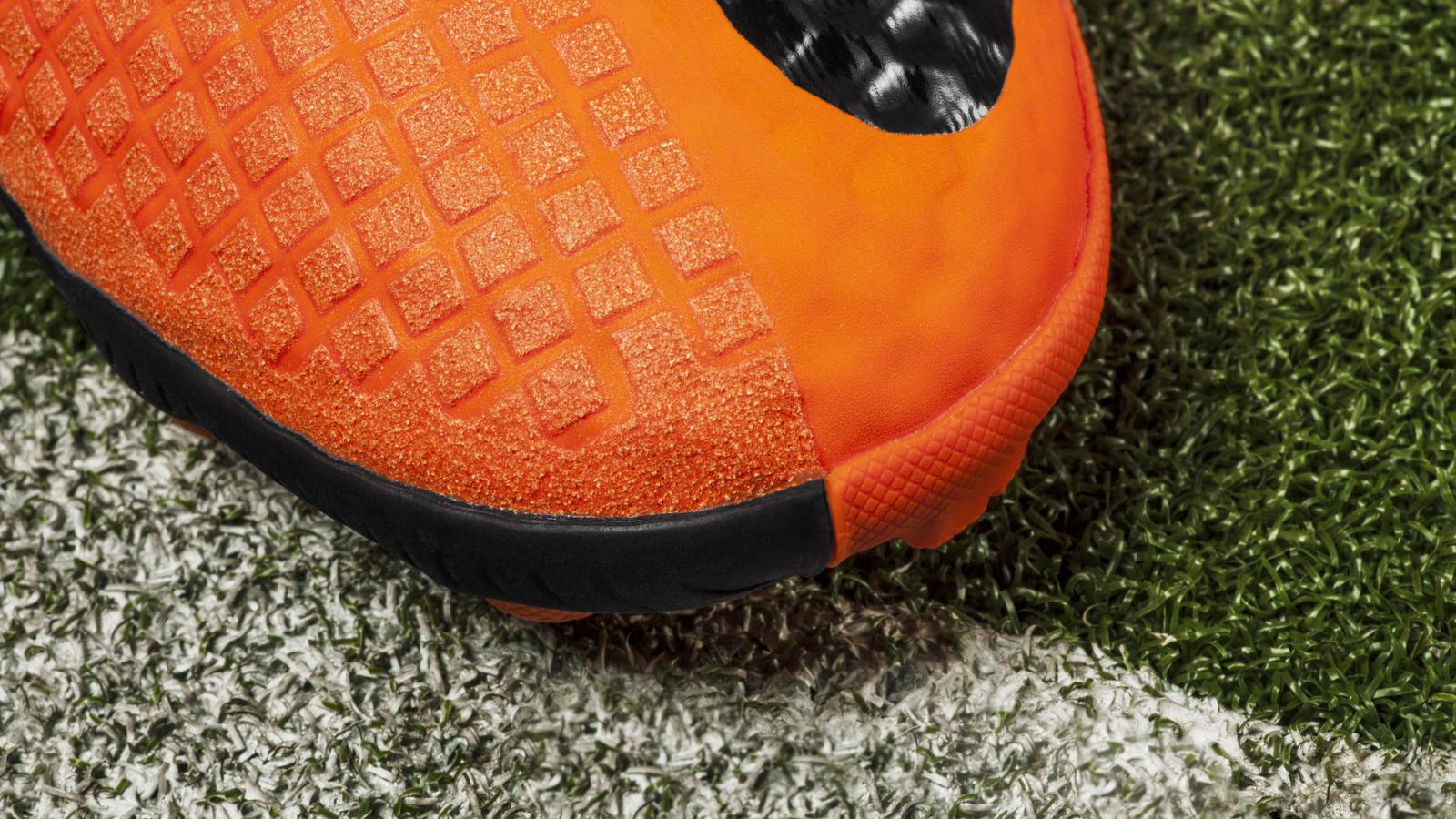 Nike Bomba Finale II Detail Toe Box