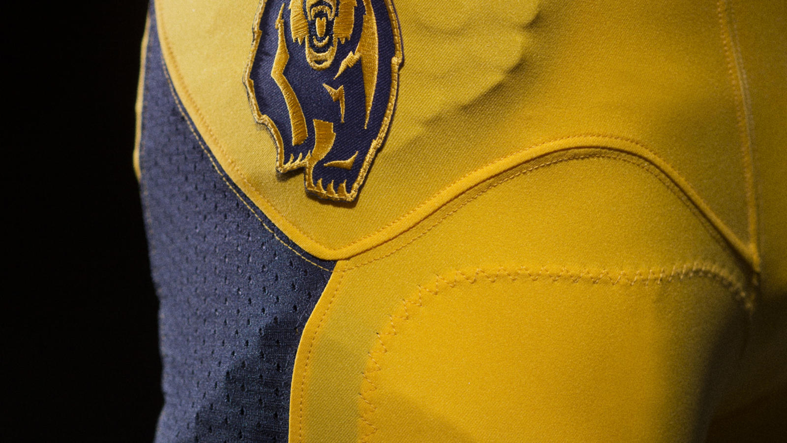 nike-cal-brand-identity-football-detail-02