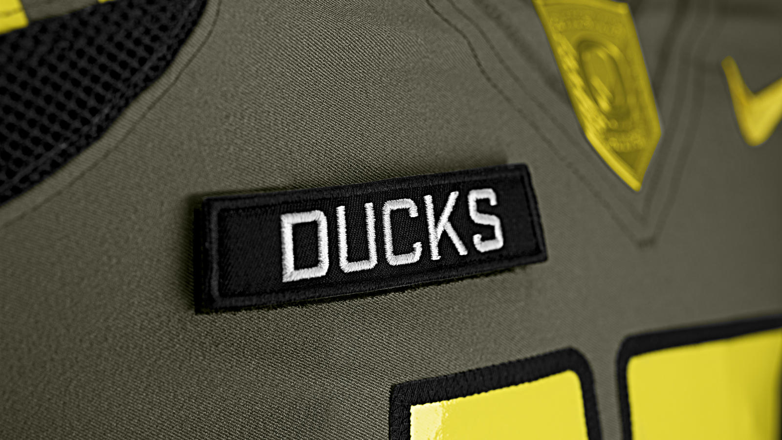 nike-football-uniform-uofo-away-ducks