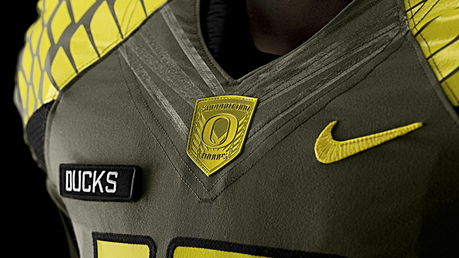 nike-football-uniform-uofo-away-collar