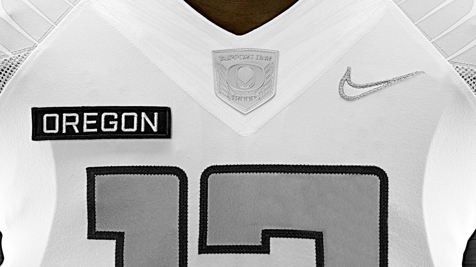 nike-football-uniform-uofo-home-front-detail