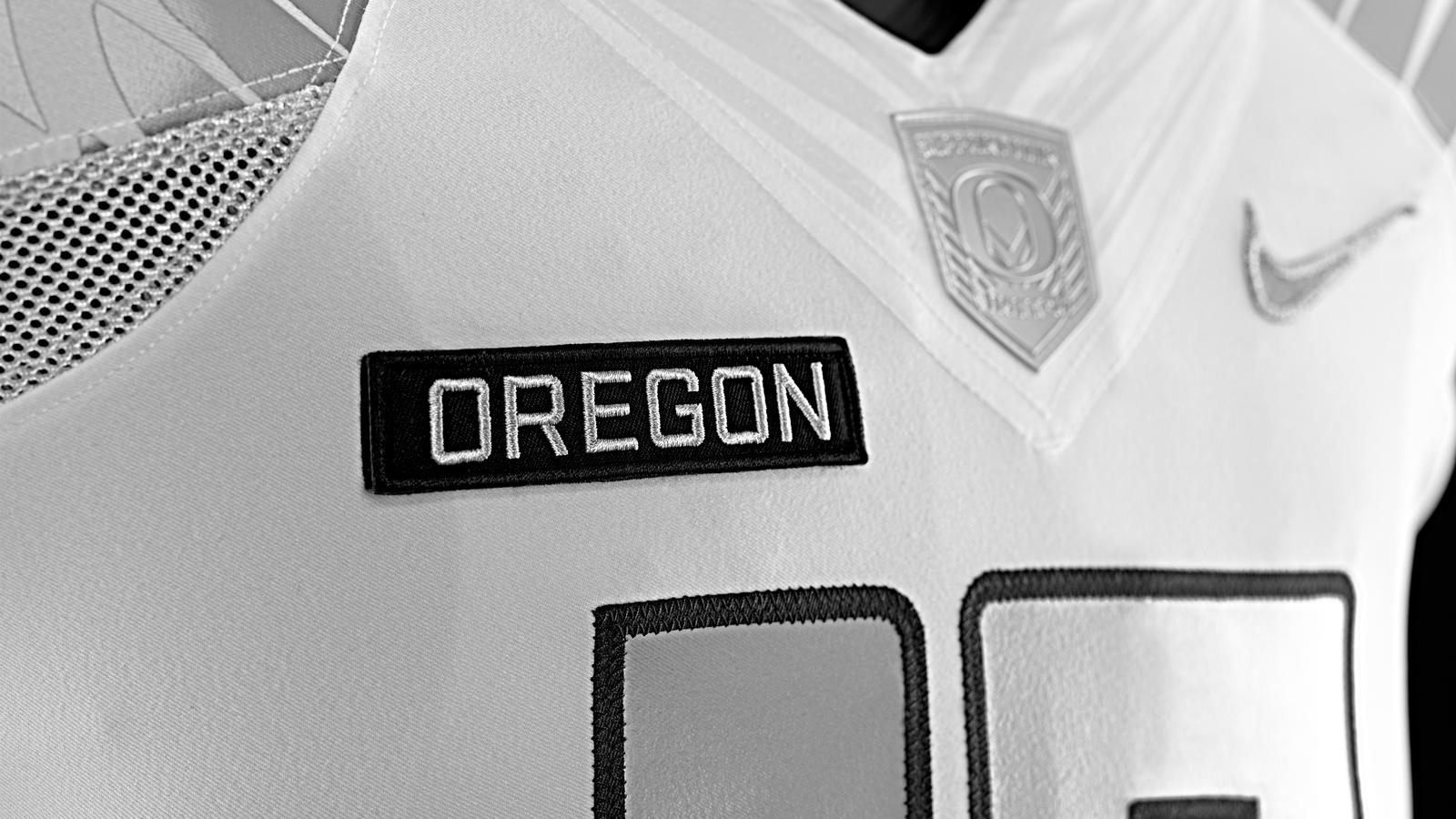 nike-football-uniform-uofo-home-patch