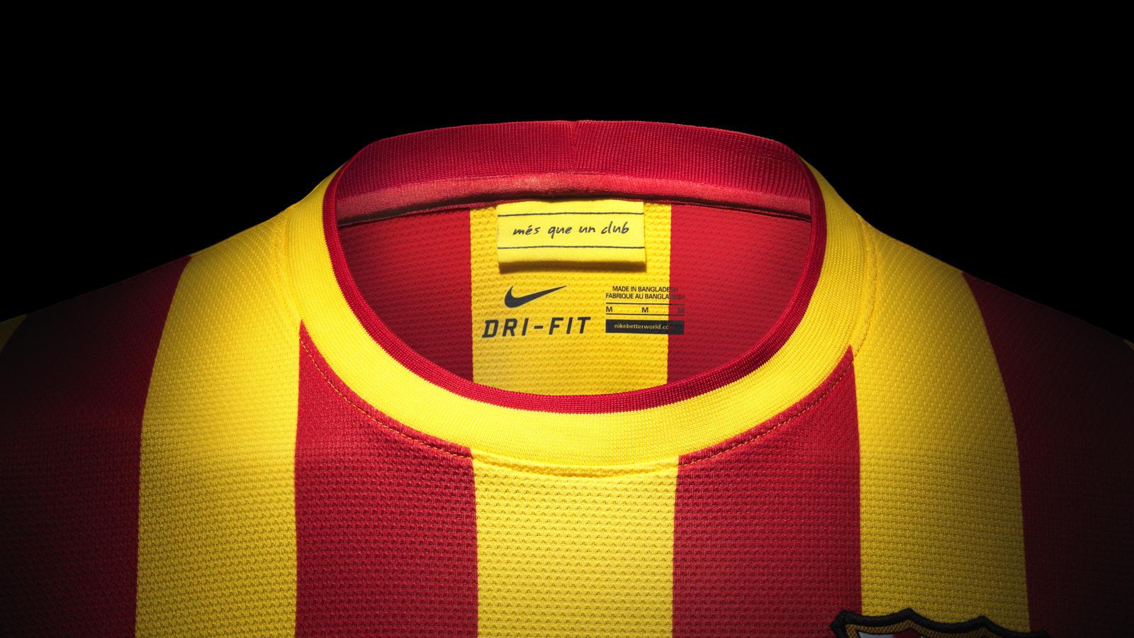 fa13_fb_clubkits_barca_replica_away_collar_0244
