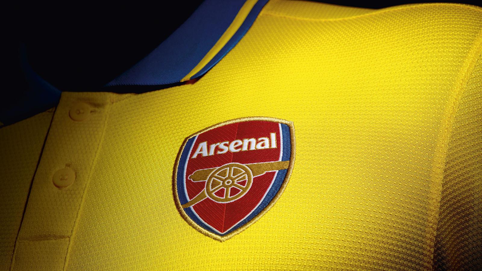 Arsenal Away Shirt 2013-14 Crest